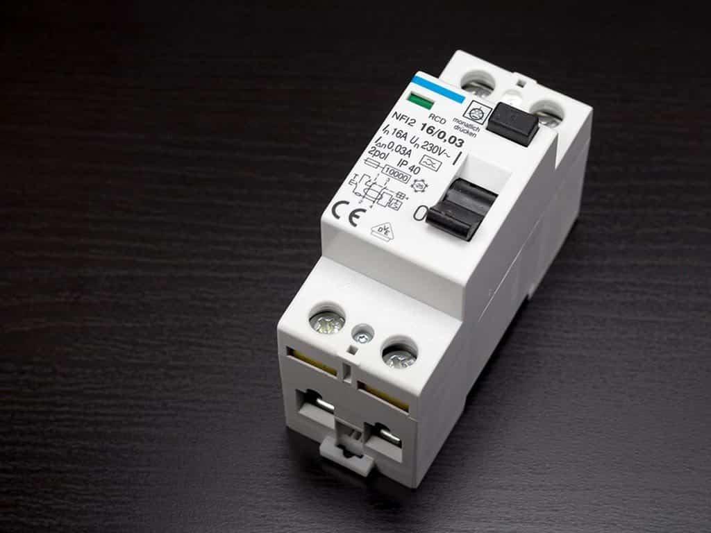 Nhãn CE trên các thiết bị điện tử